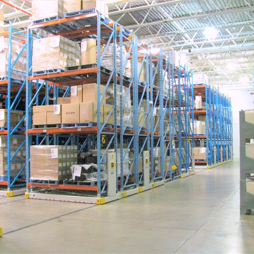 Pharmaceutical warehouse using compact storage