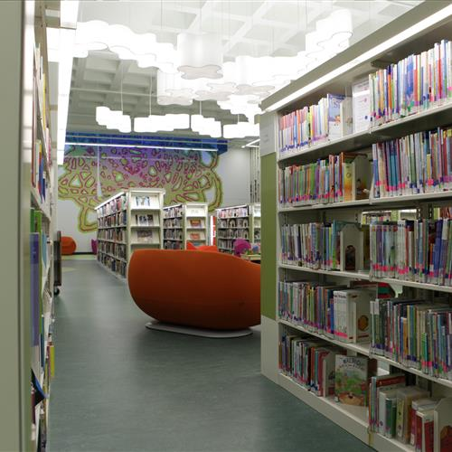 Library shelving on static cantilever