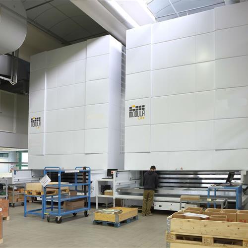 Modula Vertical lift in warehouse with operator.jpg