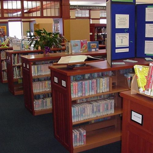 Cantilever library shelving in Seward Nebraska