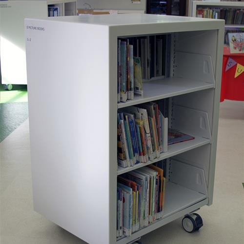 Library cart with 3 levels of shelves